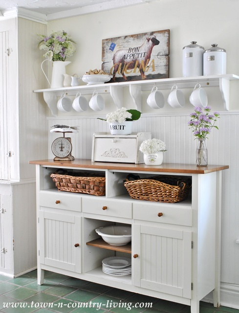 Farmhouse-Kitchen-Sideboard
