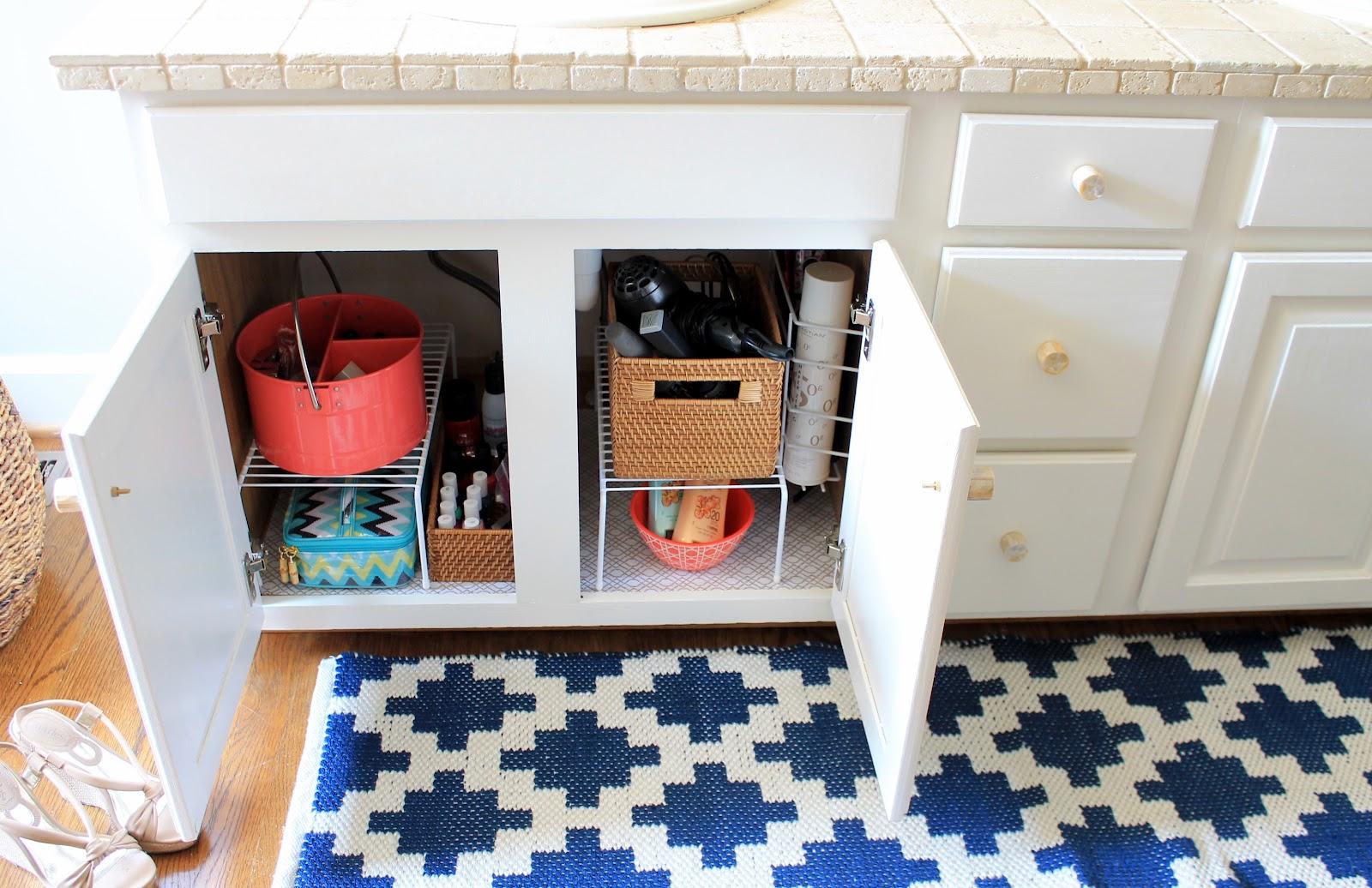 Organiser Meuble Sous Evier comment organiser des armoires de salle de bain en désordre