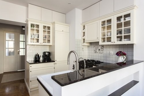 White-kitchen-cabinets-with-glass-panels-can-help-create-a-farmhouse-feel-to-your-kitchen_16001561_40043068_0_14107059_500-1