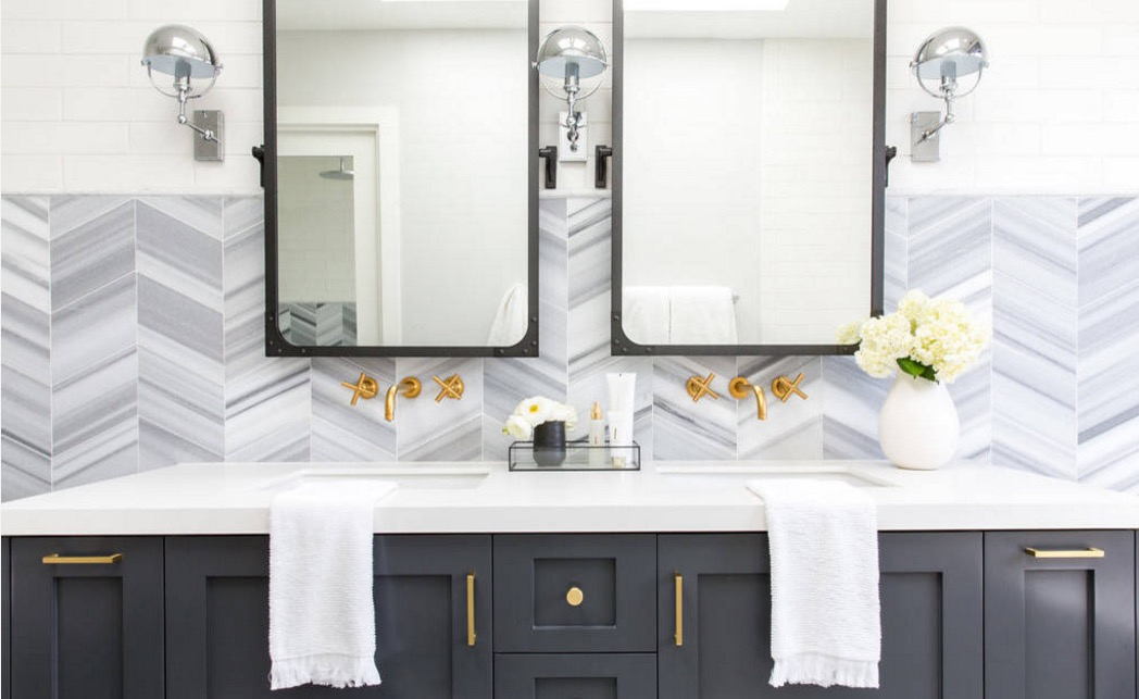 How to Make Metallic Decor Shine in Your Bathroom