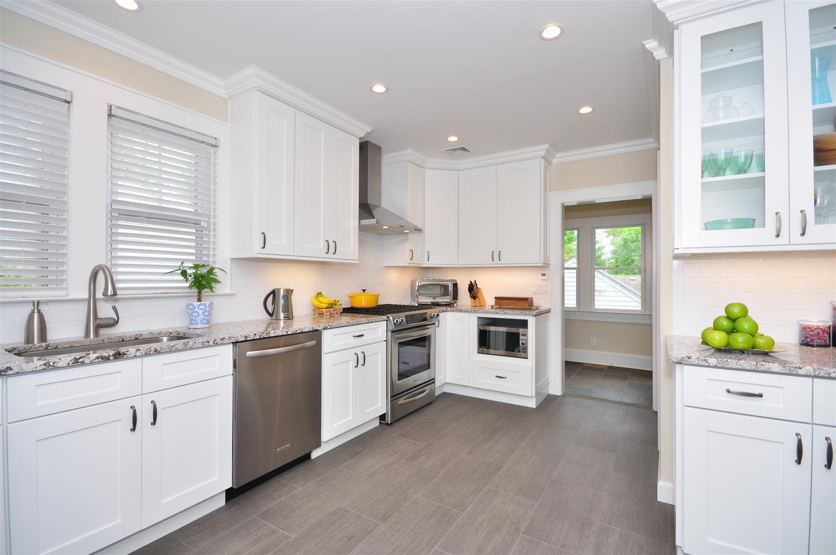 Captivating White Kitchen Cabinets